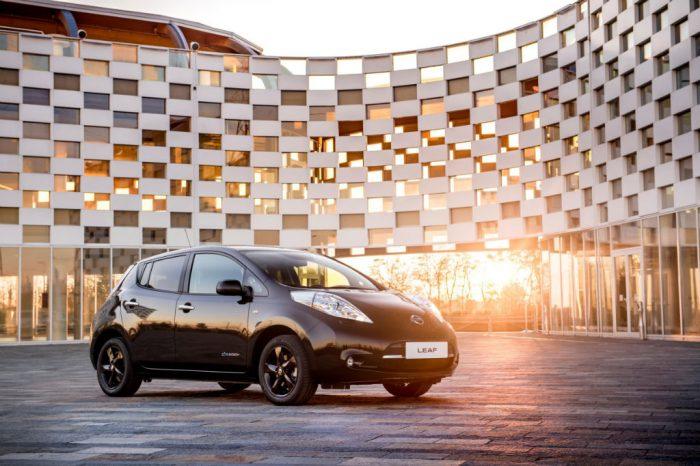 Nissan Leaf Black Edition Front 700x466 - Nissan Reveal Leaf Black Edition - Nissan Reveal Leaf Black Edition