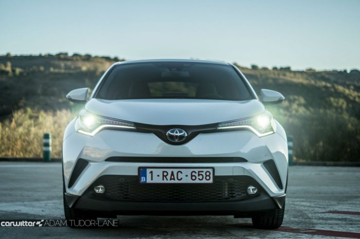 Toyota C HR Review Front Headlights carwitter 700x465 - Toyota C-HR Review - Toyota C-HR Review