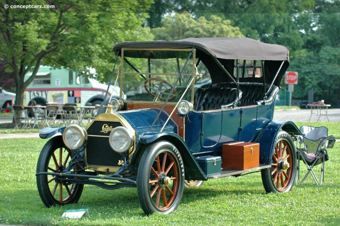 1912 Cadillac Model 30 carwitter 700x466 - The history of headlights - The history of headlights