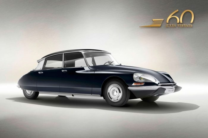 Citroen DS Model 21 Pallas carwitter 700x464 - The history of headlights - The history of headlights