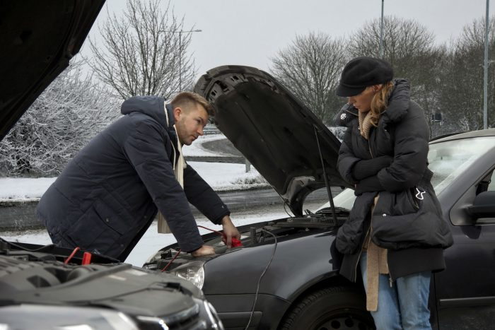 Winter Car Breakdown carwitter 700x467 - The 10 quick car checks that you should be doing on a regular basis - The 10 quick car checks that you should be doing on a regular basis