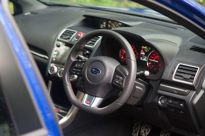 2016 Subaru WRX STi Review Interior carwitter 700x465 - Subaru WRX STi 2016 Review - Subaru WRX STi 2016 Review
