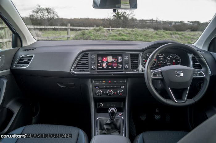2017 SEAT Ateca Review Dashboard carwitter 700x465 - SEAT Ateca Review UK - SEAT Ateca Review UK