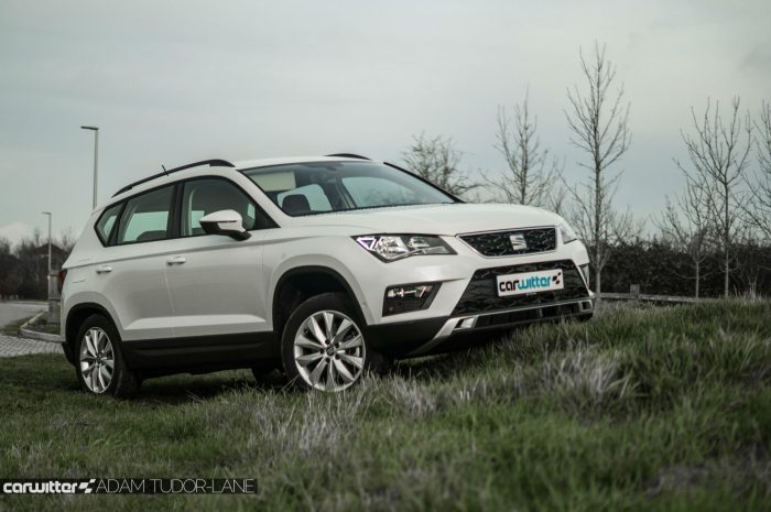 2017 SEAT Ateca Review Side Scene carwitter 700x465 - SEAT Ateca Review UK - SEAT Ateca Review UK