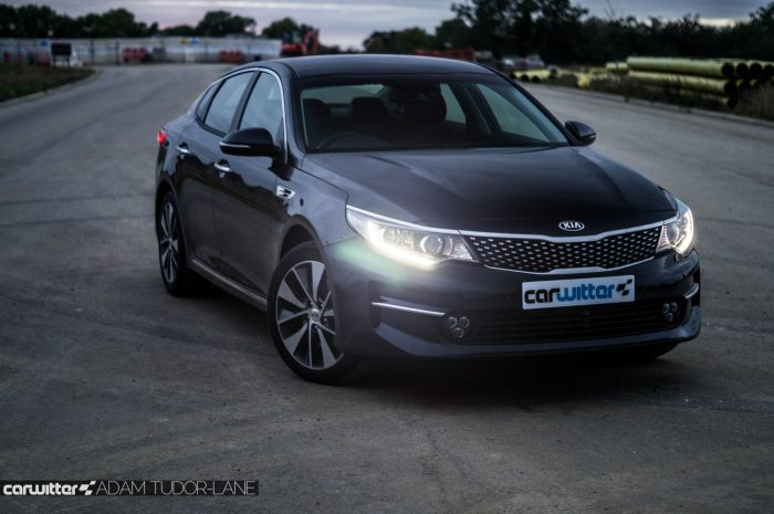 2016 Kia Optima Review Front Angle High carwitter 700x465 - Kia Optima Review 2016 UK - Kia Optima Review 2016 UK