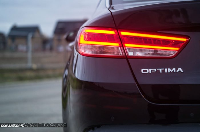 2016 Kia Optima Review Rear Badge carwitter 700x465 - Kia Optima Review 2016 UK - Kia Optima Review 2016 UK