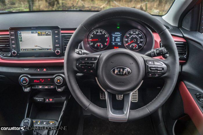 2017 Kia Rio Review Steering Wheel carwitter 700x465 - 2017 Kia Rio Review - 2017 Kia Rio Review