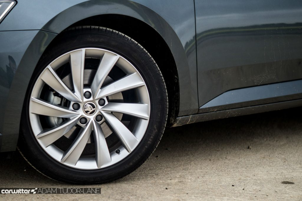 2017 Skoda Superb Review Alloy carwitter 1024x681 - Skoda Superb Hatcback Review - Skoda Superb Hatcback Review