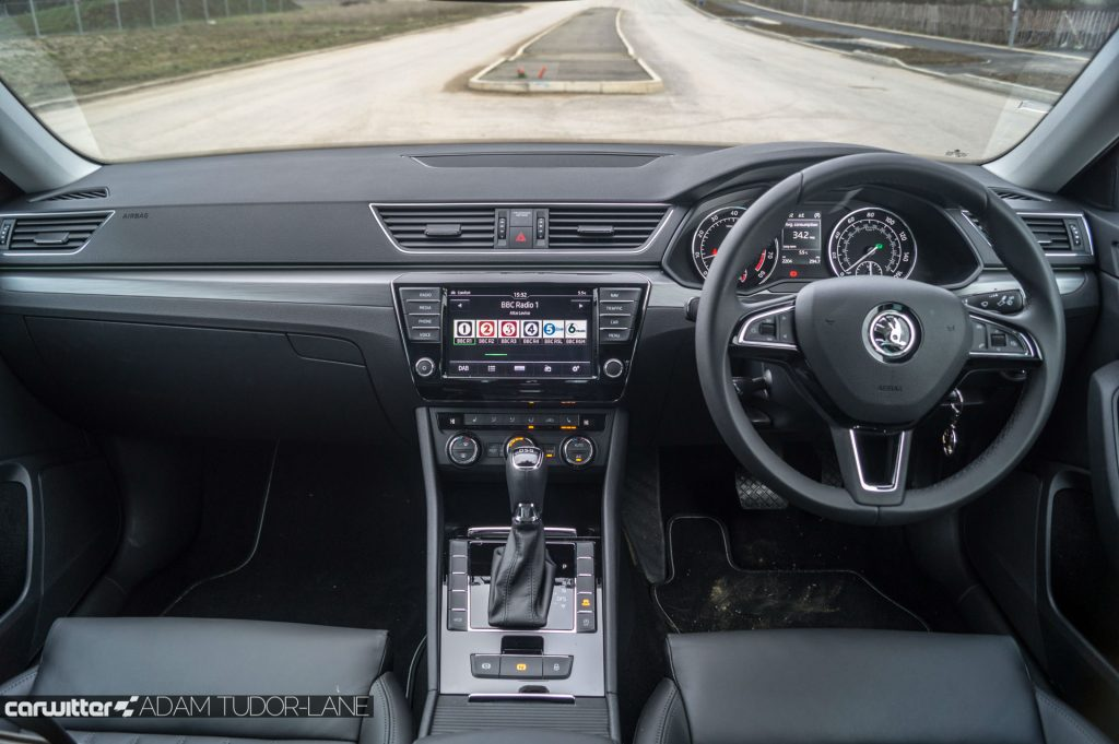 2017 Skoda Superb Review Dashboard carwitter 1024x681 - Skoda Superb Hatcback Review - Skoda Superb Hatcback Review