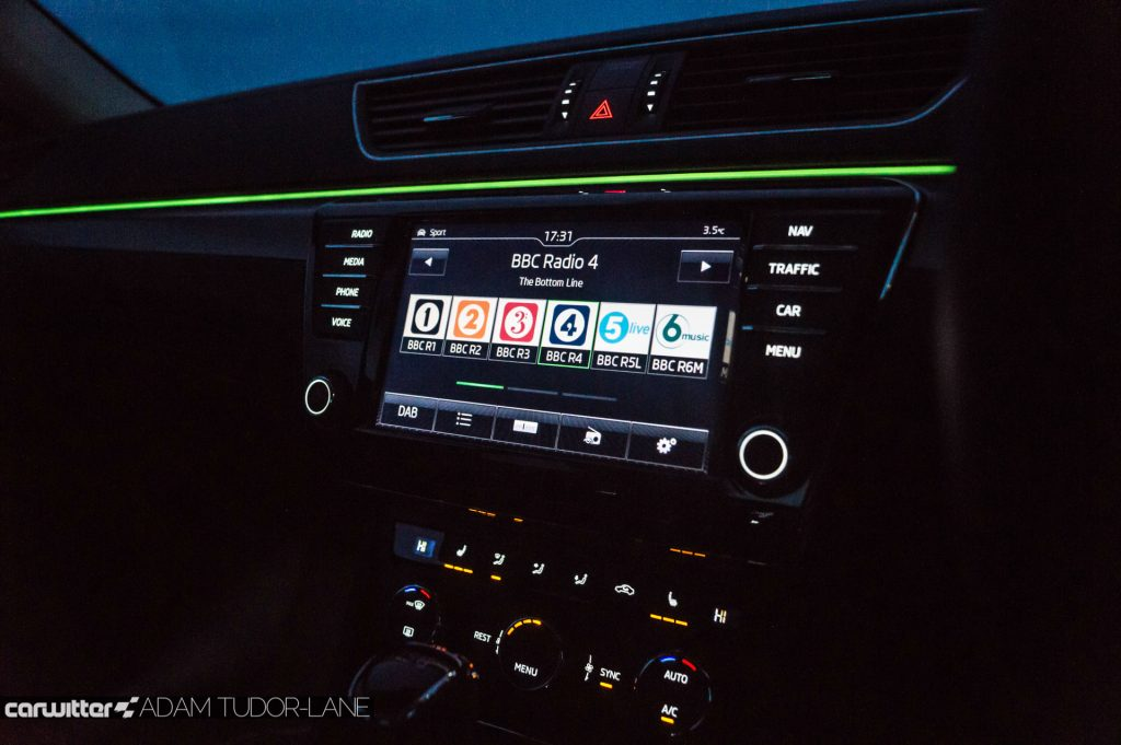 2017 Skoda Superb Review Infotainment Night carwitter 1024x681 - Skoda Superb Hatcback Review - Skoda Superb Hatcback Review