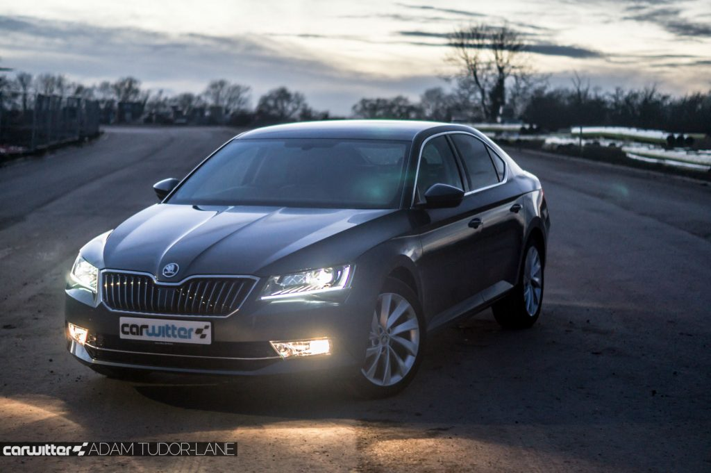2017 Skoda Superb Review N Front Angle carwitter 1024x681 - Skoda Superb Hatcback Review - Skoda Superb Hatcback Review