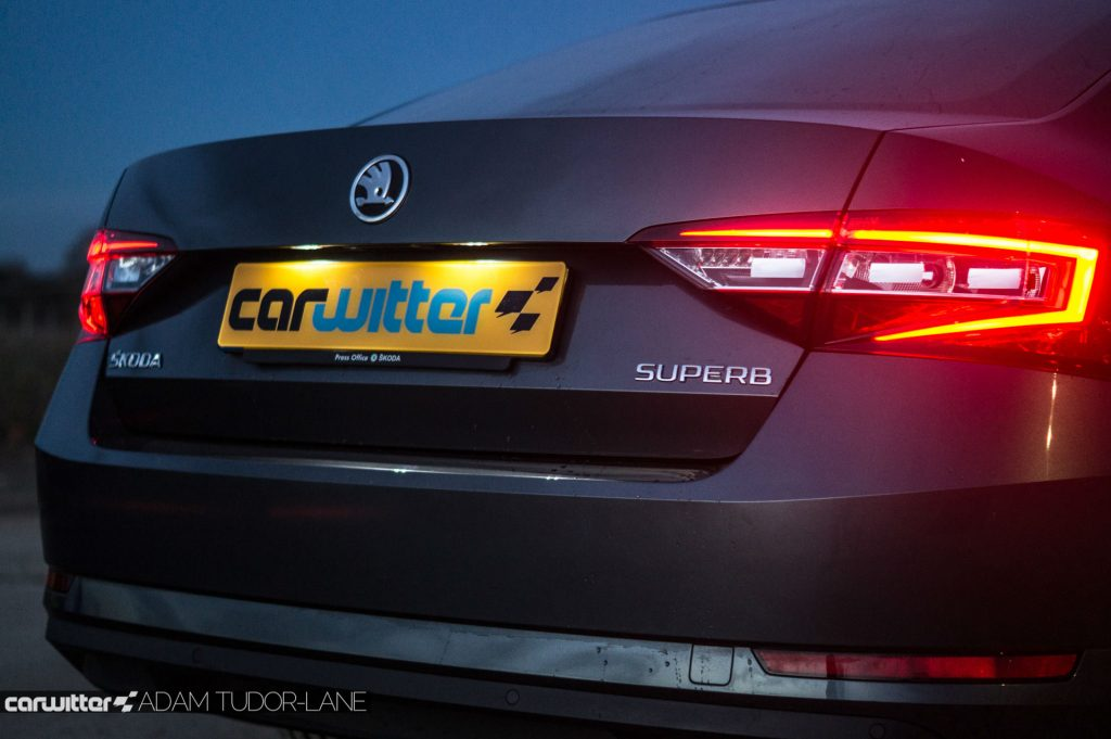 2017 Skoda Superb Review Rear Detail carwitter 1024x681 - Skoda Superb Hatcback Review - Skoda Superb Hatcback Review