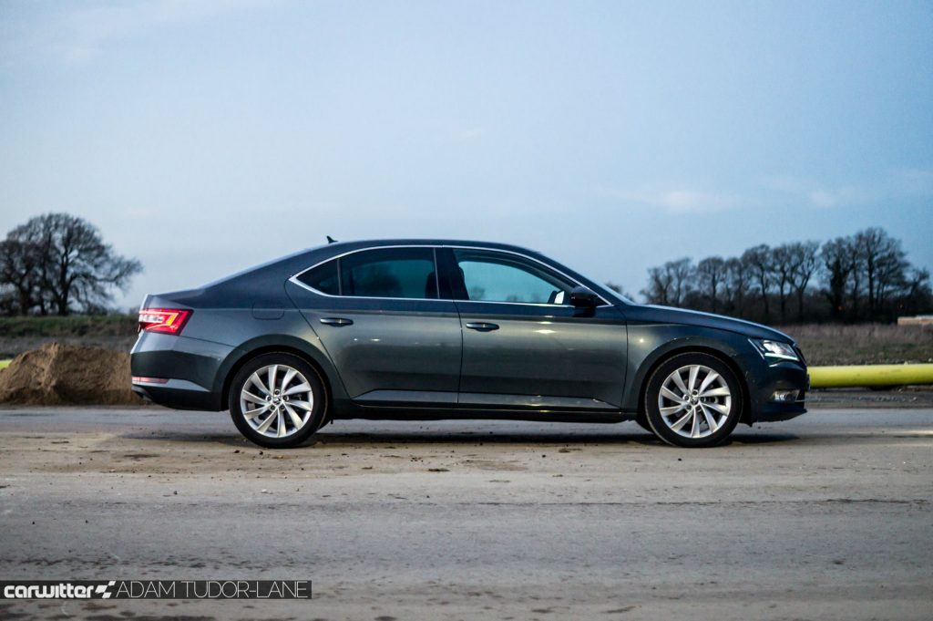 2017 Skoda Superb Review Side carwitter 1024x681 - Skoda Superb Hatcback Review - Skoda Superb Hatcback Review