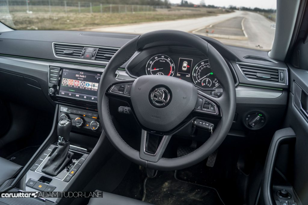 2017 Skoda Superb Review Steering Wheel carwitter 1024x681 - Skoda Superb Hatcback Review - Skoda Superb Hatcback Review