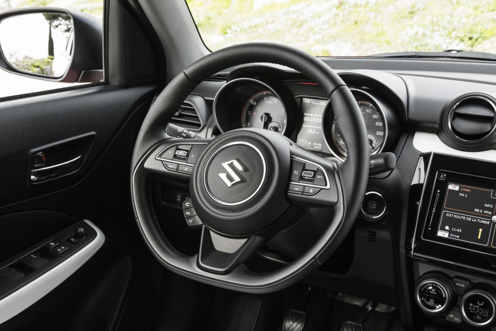2017 Suzuki Swift Review Steering Wheel carwitter 1024x683 - New 2017 Suzuki Swift Review - New 2017 Suzuki Swift Review