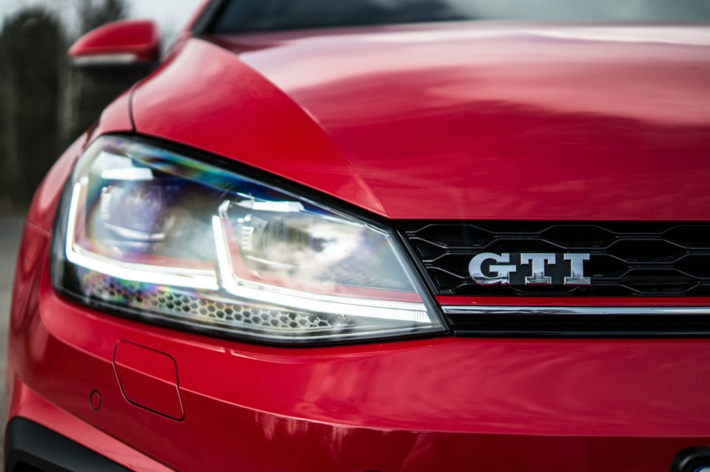 2017 Volkswagen Golf GTi Review GTi Badge carwitter 1024x681 - VW Golf GTi Review 2017 - VW Golf GTi Review 2017