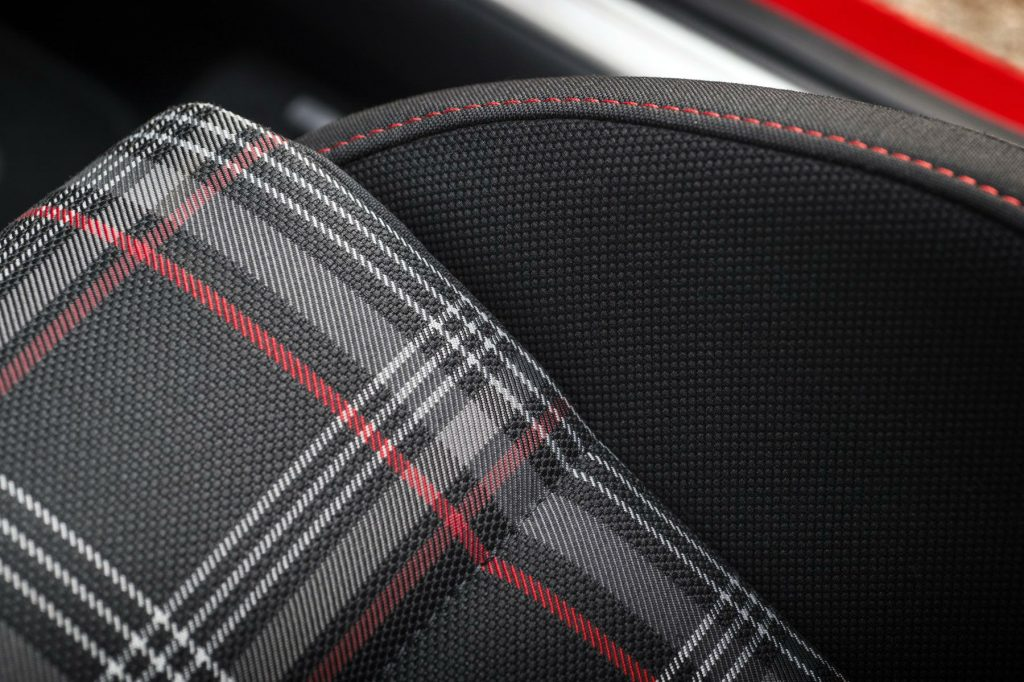 2017 Volkswagen Golf GTi Review Seat Detail carwitter 1024x682 - VW Golf GTi Review 2017 - VW Golf GTi Review 2017