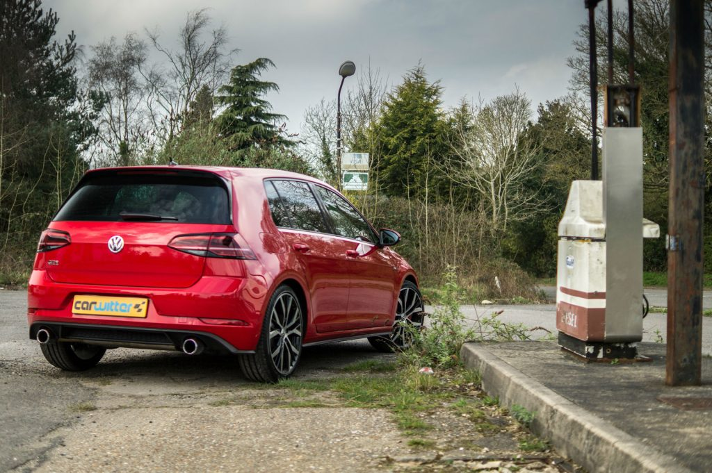 2017 Volkswagen Golf GTi Review Side Low carwitter 1024x681 - VW Golf GTi Review 2017 - VW Golf GTi Review 2017