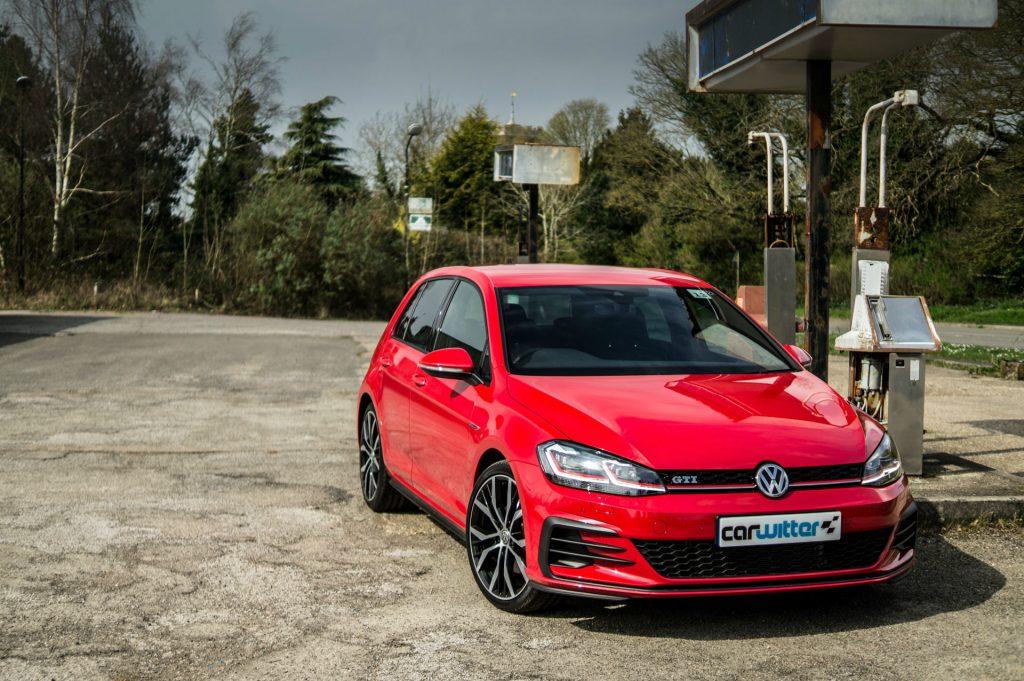 2017 Volkswagen Golf GTi Review Side Scene carwitter 1024x681 - VW Golf GTi Review 2017 - VW Golf GTi Review 2017