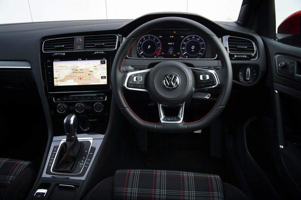 2017 Volkswagen Golf GTi Review Steering Wheel carwitter 1024x682 - VW Golf GTi Review 2017 - VW Golf GTi Review 2017