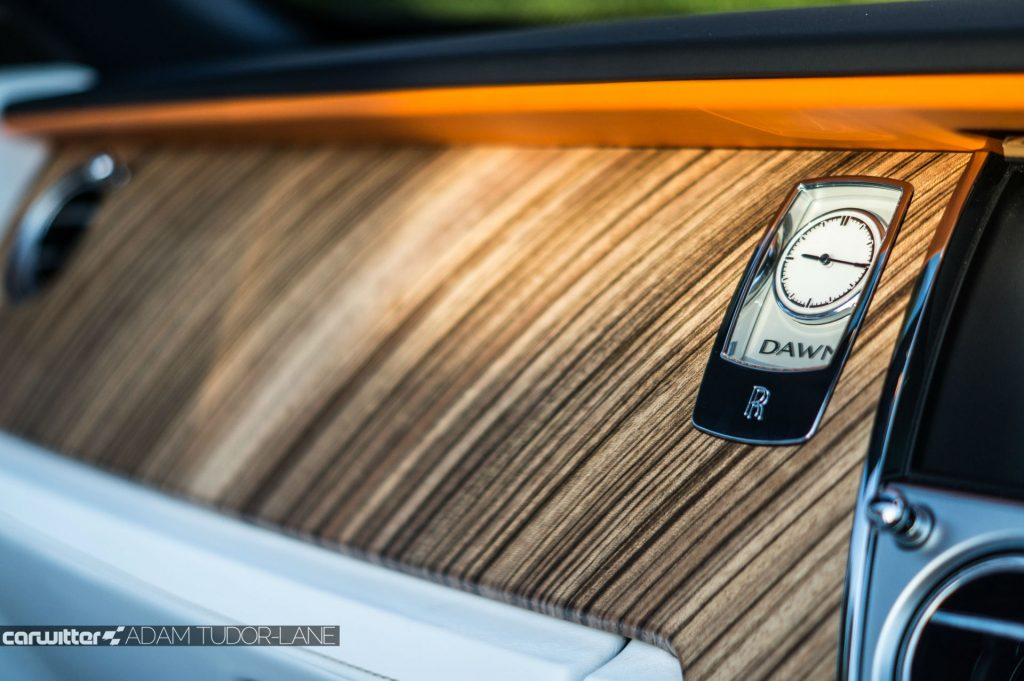 Rolls Royce Dawn Review 2017 Clock carwitter 1024x681 - Rolls Royce Dawn 2017 Review - Rolls Royce Dawn 2017 Review