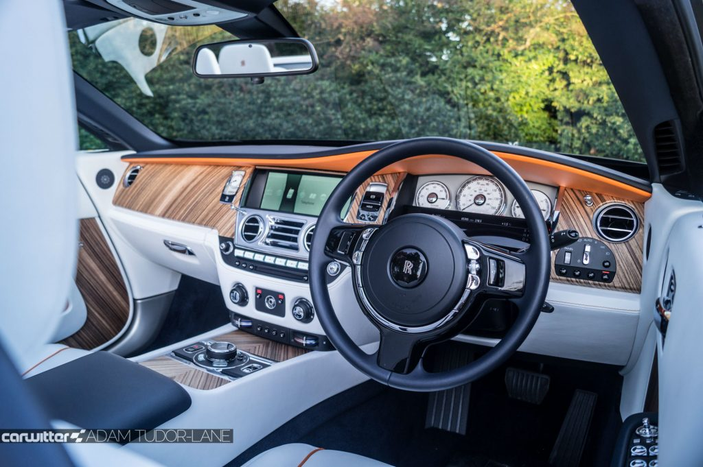 Rolls Royce Dawn Review 2017 Steering Wheel carwitter 1024x681 - Rolls Royce Dawn 2017 Review - Rolls Royce Dawn 2017 Review