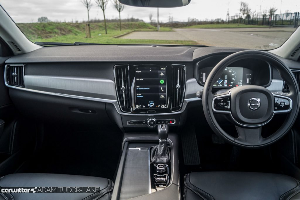 Volvo S90 UK Review Dashboard carwitter 1024x681 - Volvo S90 Review 2017 - Volvo S90 Review 2017