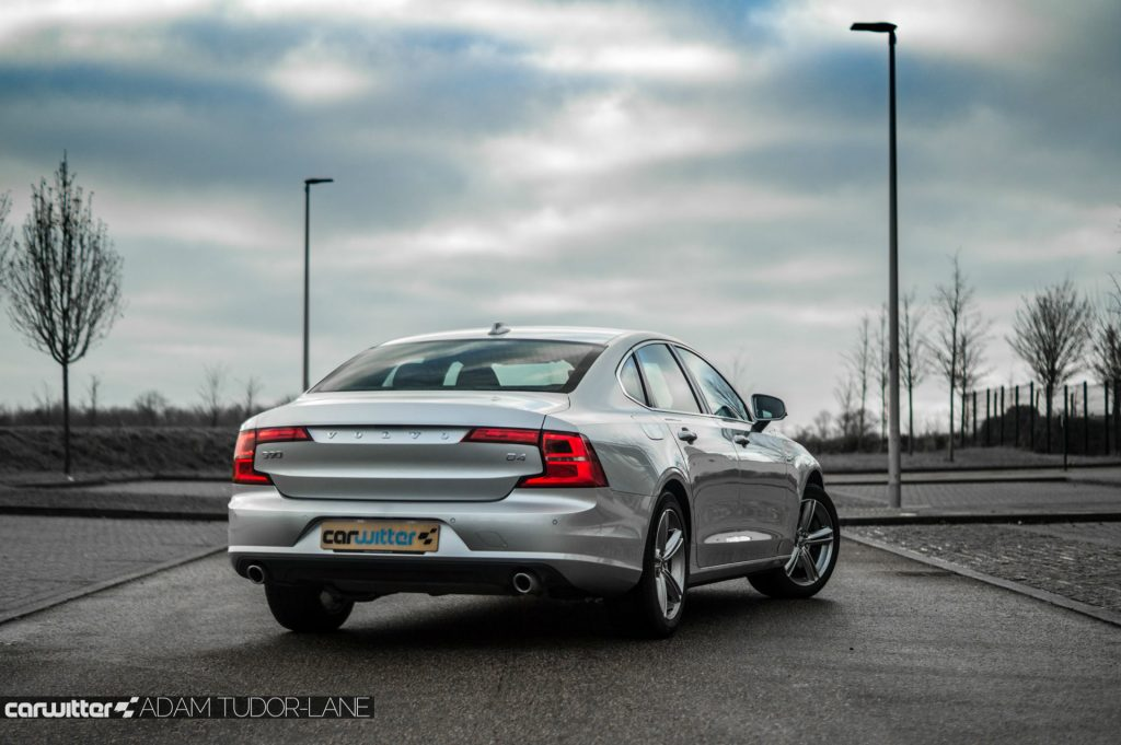 Volvo S90 UK Review Rear Angle carwitter 1024x681 - Volvo S90 Review 2017 - Volvo S90 Review 2017