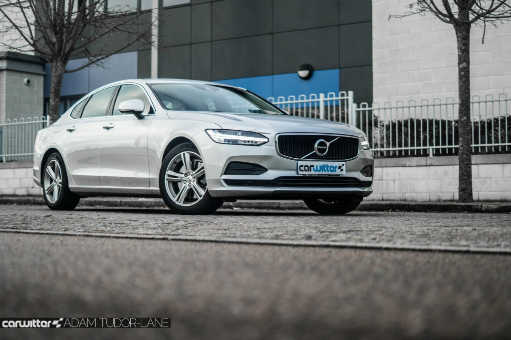Volvo S90 UK Review Side Low carwitter 1024x681 - Volvo S90 Review 2017 - Volvo S90 Review 2017
