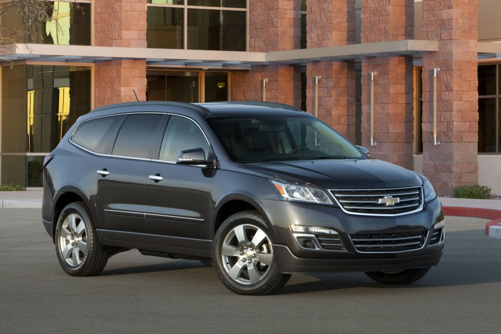 2014 Chevrolet Traverse carwitter 1024x683 - American SUV's are all huge with even bigger engines - American SUV's are all huge with even bigger engines