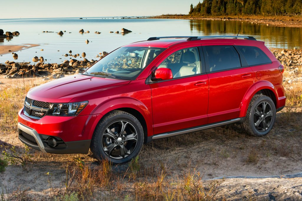 2016 Dodge Journey carwitter 1024x683 - American SUV's are all huge with even bigger engines - American SUV's are all huge with even bigger engines