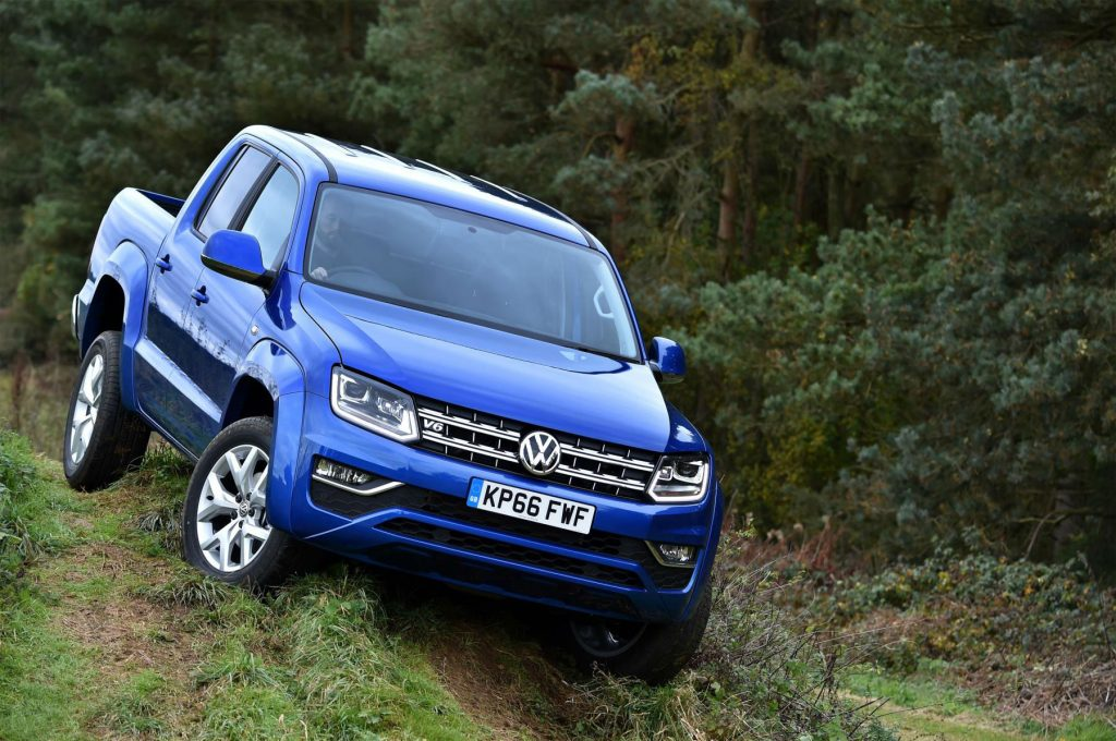 2016 VW Amarok Front Off Road carwitter 1024x680 - Volkswagen Commercial Vehicles launch new Amorak with Trailblazers Challenge - Volkswagen Commercial Vehicles launch new Amorak with Trailblazers Challenge