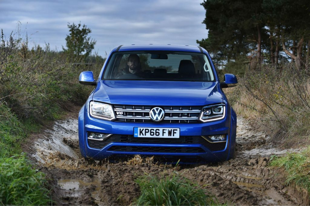 2016 VW Amarok Front carwitter 1024x682 - Volkswagen Commercial Vehicles launch new Amorak with Trailblazers Challenge - Volkswagen Commercial Vehicles launch new Amorak with Trailblazers Challenge