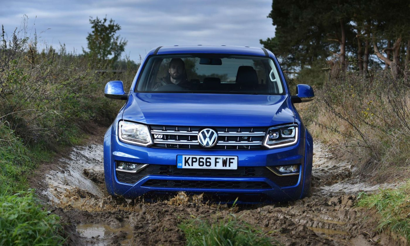 2016 VW Amarok Front carwitter 1400x840 - Volkswagen Commercial Vehicles launch new Amorak with Trailblazers Challenge - Volkswagen Commercial Vehicles launch new Amorak with Trailblazers Challenge
