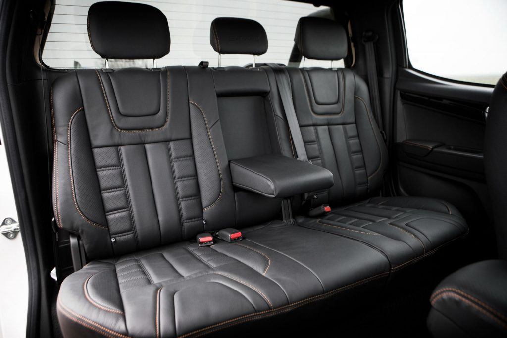 2017 Isuzu D Max Pickup Review Back Seats carwitter 1024x683 - 2017 Isuzu D-Max Review - 2017 Isuzu D-Max Review