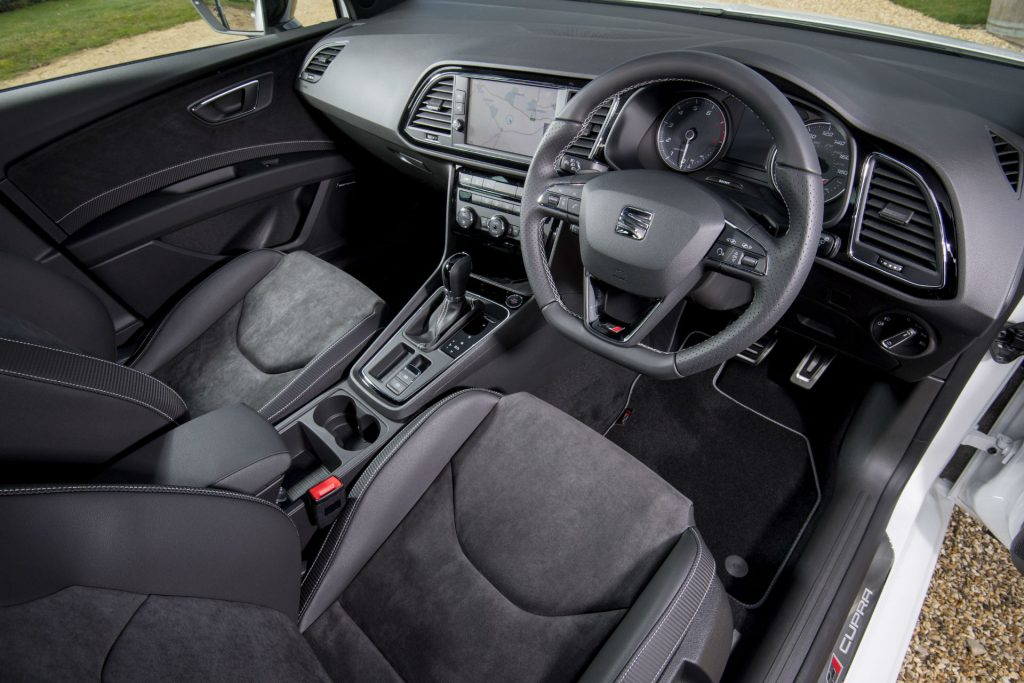 2017 SEAT Leon ST 300 Review Interior Dashboard carwitter 1024x683 - SEAT Leon Cupra 300 Review - SEAT Leon Cupra 300 Review