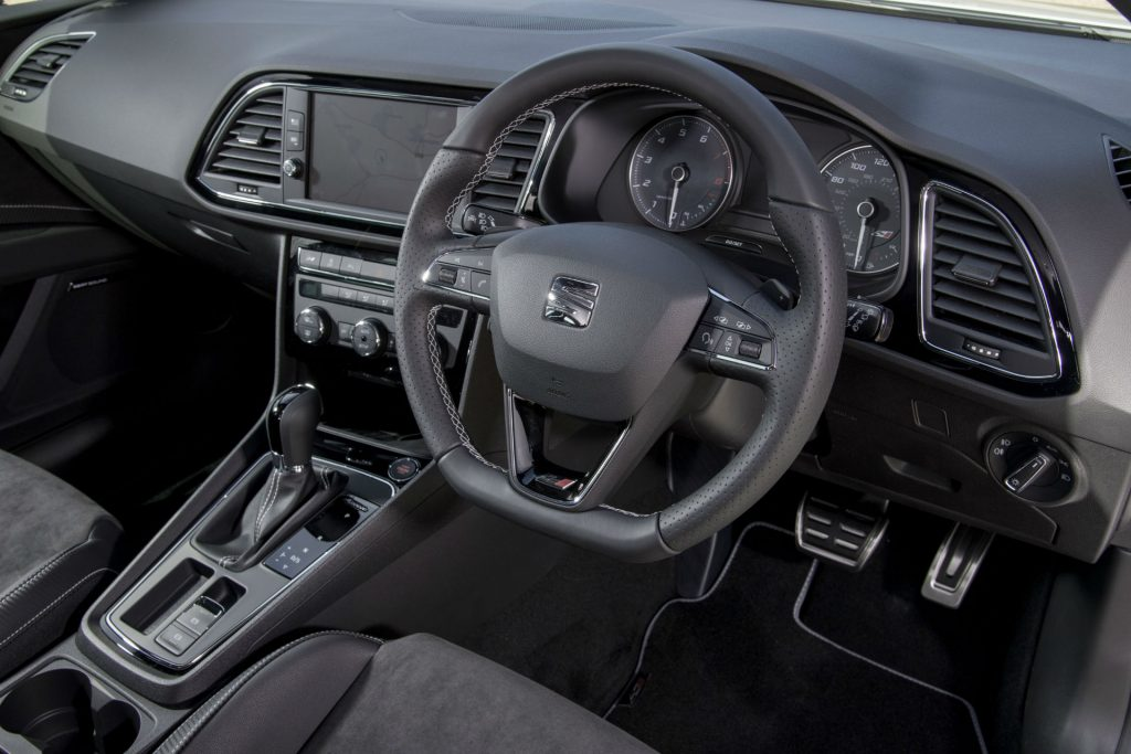 2017 SEAT Leon ST 300 Review Steering Wheel carwitter 1024x683 - SEAT Leon Cupra 300 Review - SEAT Leon Cupra 300 Review