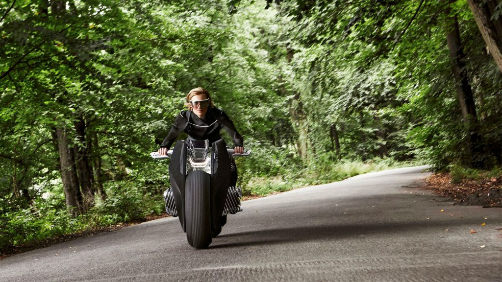 Motorrad Vision Next 100 Front Carwitter 1024x576 - BMW Wants To Make A Motorbike That Can't Fall Over - BMW Wants To Make A Motorbike That Can't Fall Over