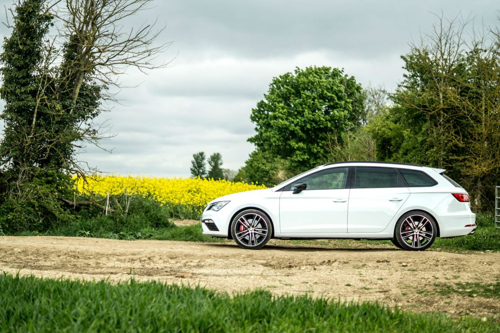 2017 SEAT Leon ST 300 Review Side Main carwitter 1024x681 - SEAT Leon Cupra 300 Review - SEAT Leon Cupra 300 Review