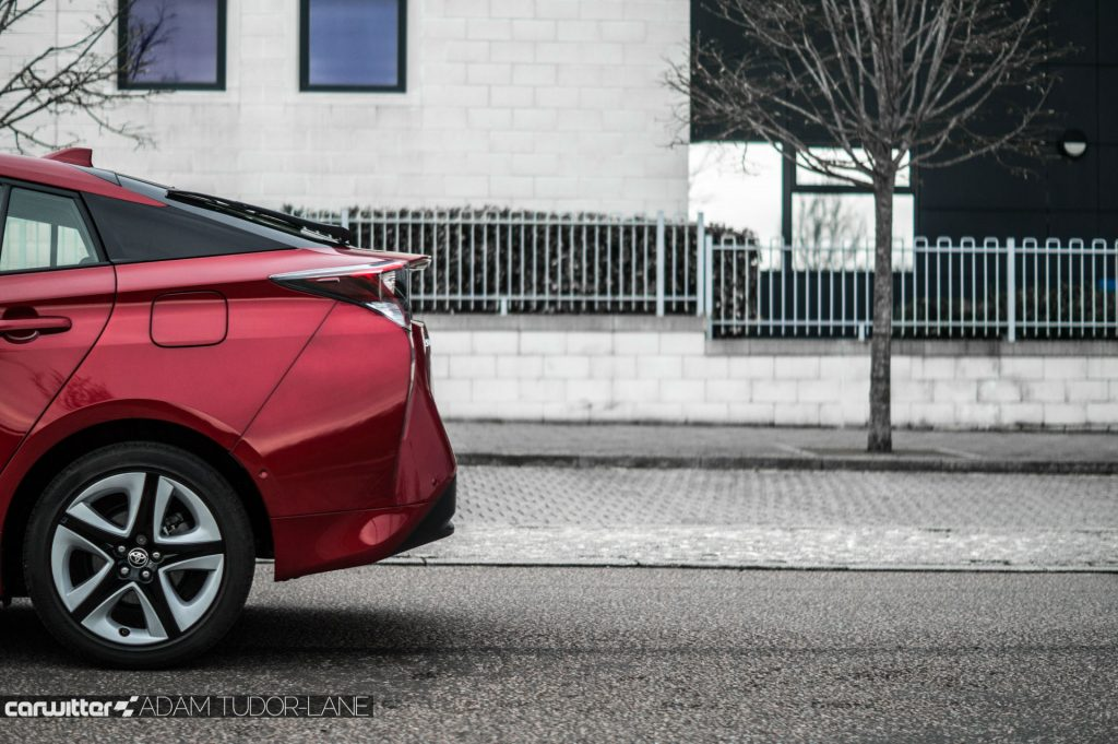 2017 Toyota Pruis Review Rear End Detail carwitter 1024x681 - Toyota Prius Review 2017 - Toyota Prius Review 2017