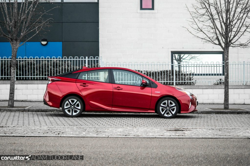 2017 Toyota Pruis Review Side carwitter 1024x681 - Toyota Prius Review 2017 - Toyota Prius Review 2017