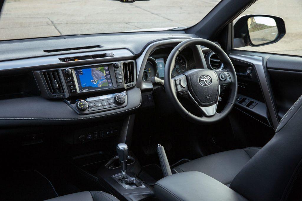 2017 Toyota Rav4 Review Dashboard carwitter 1024x683 - 2017 Toyota RAV4 Hybrid Review - 2017 Toyota RAV4 Hybrid Review