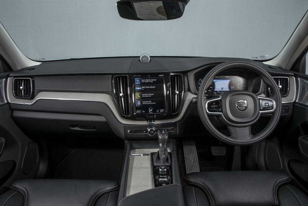 2017 New Volvo XC60 Review Dashboard carwitter 1024x683 - New Volvo XC60 Review - New Volvo XC60 Review