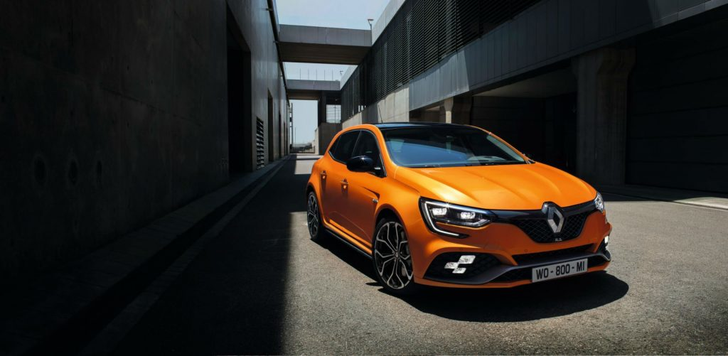 2017 Renault Megane RS Front Angle carwitter 1024x501 - Renault release 2017 Megane RS - Renault release 2017 Megane RS