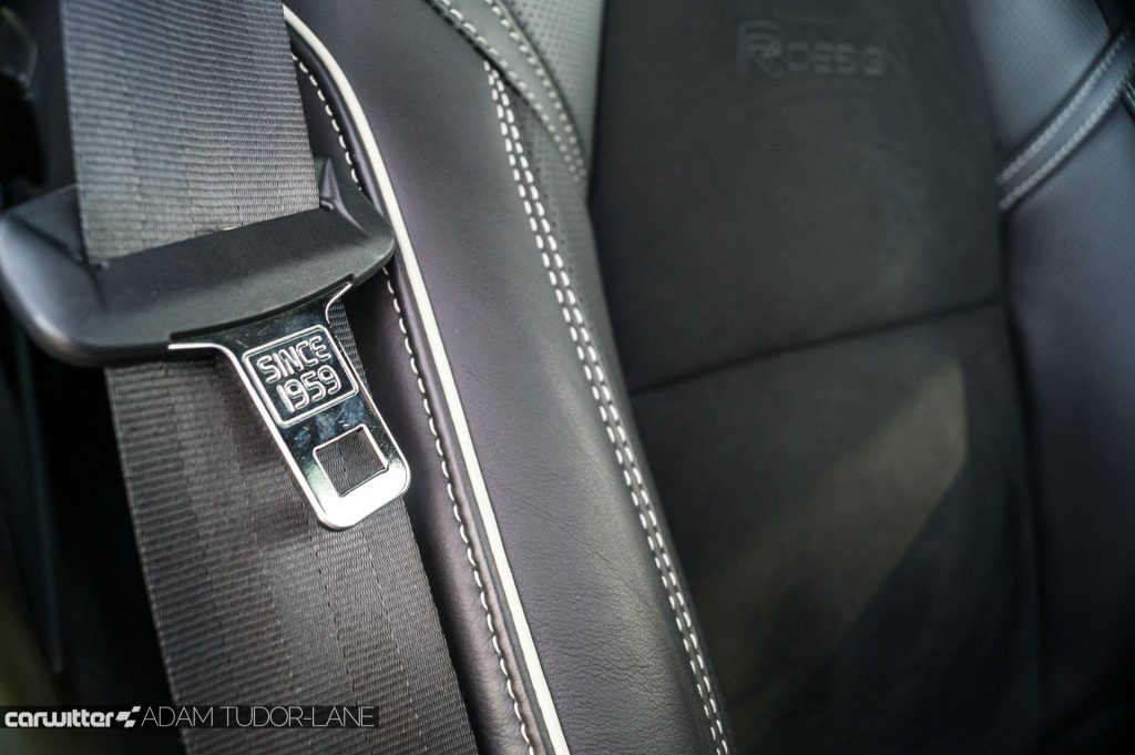 Volvo V90 D5 Power Pulse AWD Review Seat belt detail carwitter 1024x681 - Volvo V90 Power Pulse Review - Volvo V90 Power Pulse Review