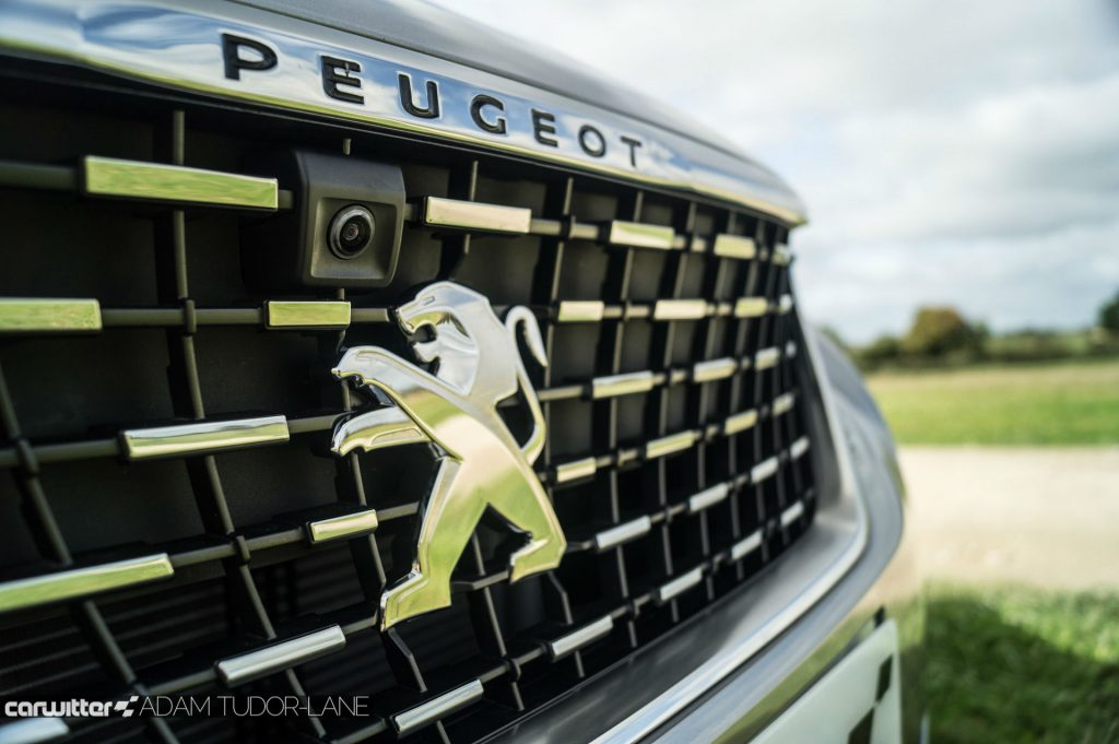 2017 Peugeot 5008 SUV Review Grille carwitter 1024x681 - New Peugeot 5008 SUV Review - New Peugeot 5008 SUV Review