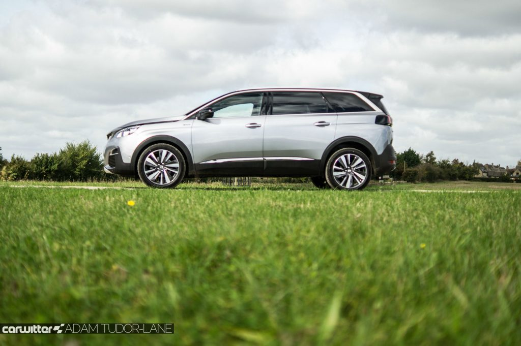 2017 Peugeot 5008 SUV Review Side Low Scene carwitter 1024x681 - New Peugeot 5008 SUV Review - New Peugeot 5008 SUV Review