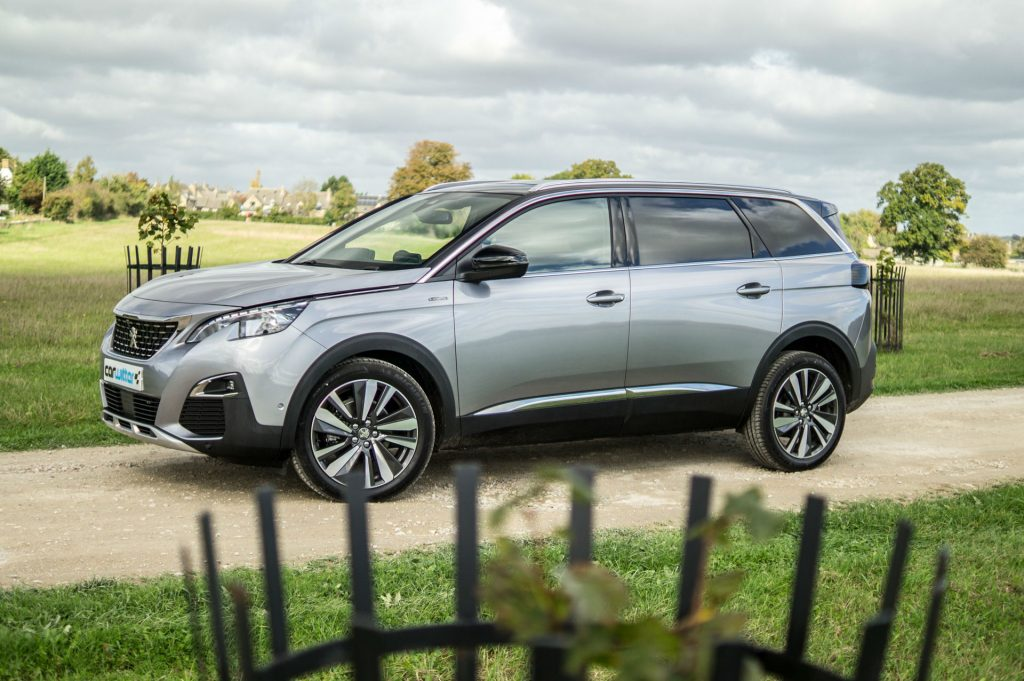 2017 Peugeot 5008 SUV Review Side Scene carwitter 1024x681 - New Peugeot 5008 SUV Review - New Peugeot 5008 SUV Review