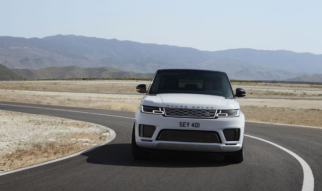Land Rover 2018 Range Rover Sport Front - 2018 Range Rover Sport is Land Rover's first ever plug-in hybrid - 2018 Range Rover Sport is Land Rover's first ever plug-in hybrid