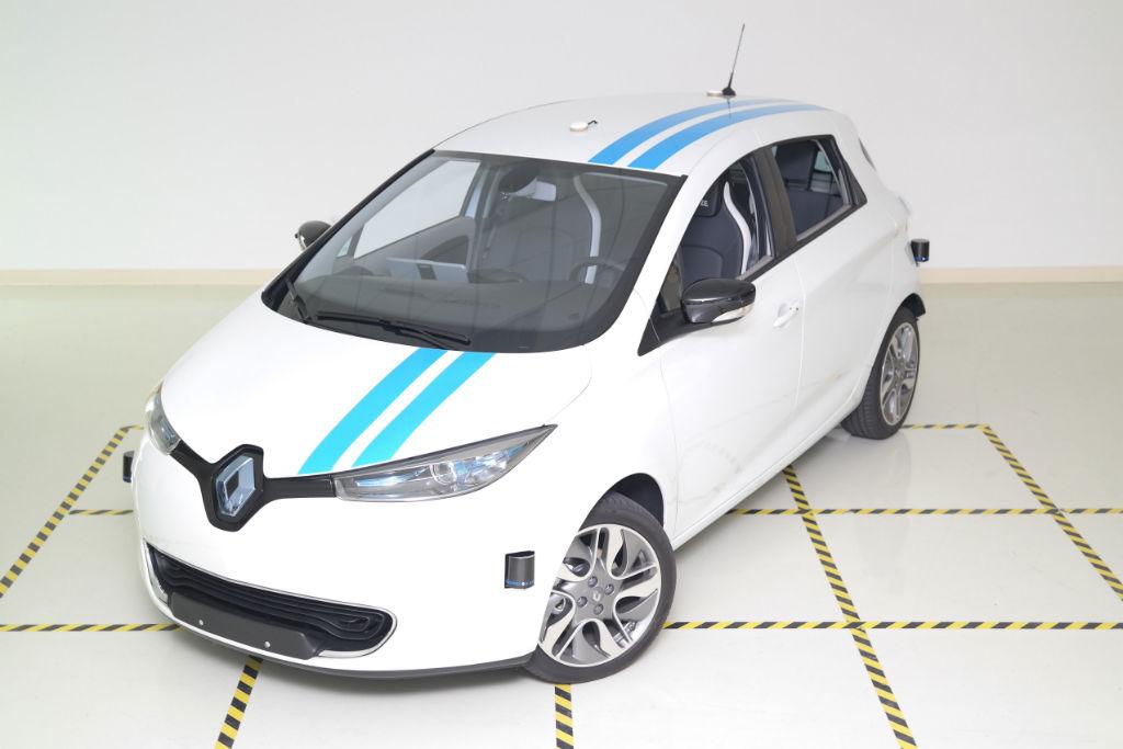Renault Autonomous Zoe - Renault Debut Autonomous Obstacle Avoidance System - Renault Debut Autonomous Obstacle Avoidance System
